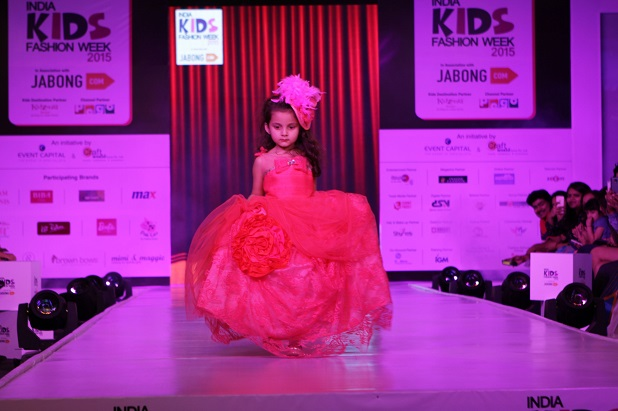 Kids Fashion Show 2015 Mimi amp Maggie from Los Angeles