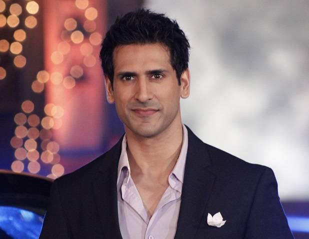 Not Mohit Raina, but a look - alike for Mallika Sherawat's The